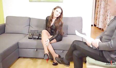Hermosa madura morena follando maduras videos caseros para un depravado sexual masaje a un cliente