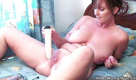 Una maduras caseras reales mujer adulta exige un chico joven para follarla en su L. y culo