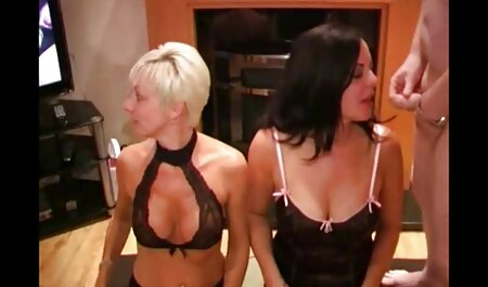 Dos morena delgada chica para videos caseros de mujeres maduras tener sexo, mamada en el sofá
