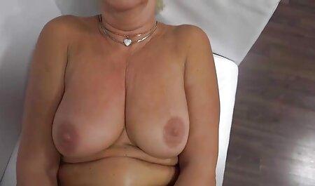Hermosas sexo con veteranas casero lesbianas son estimuladas por el cunnilingus y se sienten frotando los clítoris
