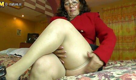 El coño de señoras cojiendo casero una niña, como la penetración de un vibrador en su intestino