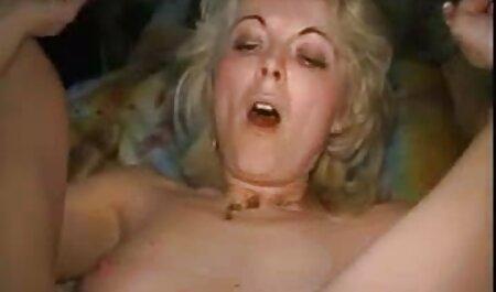 Maduro modelo porno twisted su culo y sexo videos caseros de maduras cogiendo con dos chicos
