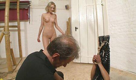 Dos bellezas con tetas naturales videos caseros de maduras peludas puesto en escena un striptease en la webcam de la pista