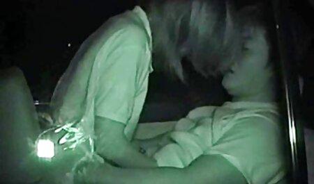 Joven estrella del porno con videos caseros de maduras tetonas gran polla en su culo apretado