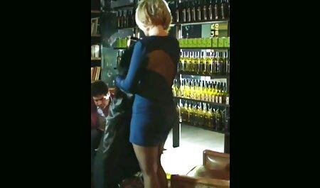 Rosa coño de una chica con un vibrador folla en la videos caseros con mujeres maduras mesa