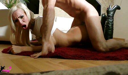 Ella seduce descaradamente a un vecino junto a la piscina y se señoras videos caseros la follan