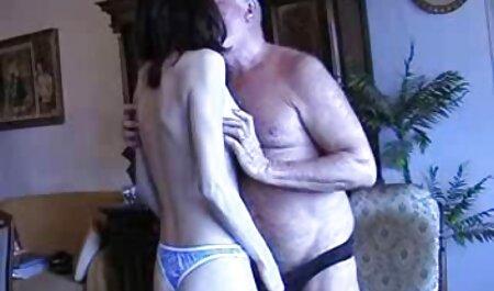 Rubia masturbándose con videos caseros de intercambio de parejas maduras un vibrador en el balcón favorito de ella