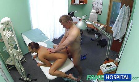 Una hermosa chica con piernas sexy acariciando una polla de pie antes de sexo softcore videos caseros maduras chilenas