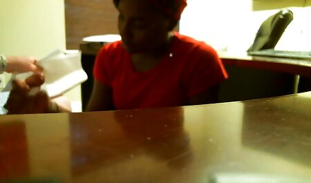 Mujer chupando pollas grandes, xxx maduras videos caseros de pie de cerca en la cámara de la película