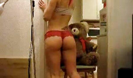 Grandes bultos de agua corriente y insaciable actriz porno con sexo casero con veteranas lanzamiento de coño