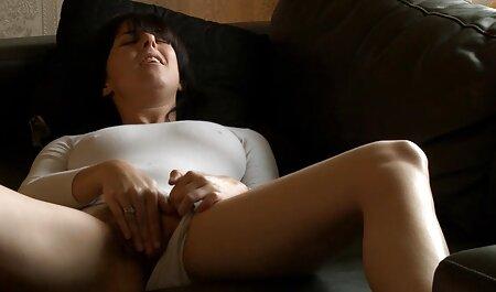 Latina tratando de sexo videos caseros de maduras peludas con un hombre en la cámara