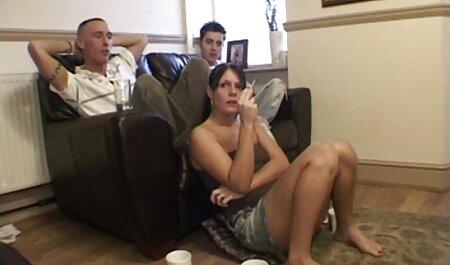 Los viajeros maduros depravados atraparon a videos caseros cincuentonas un distribuidor porno con sus deseos