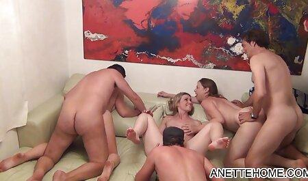 Travieso masajista videos caseros esposa madura seduce a un joven cliente en el sexualmente depravado