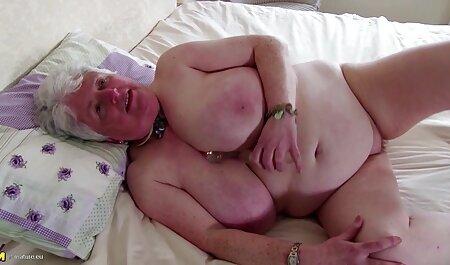 Phat culo caseros de maduras Latina burlas con sus grandes tetas antes de buen sexo