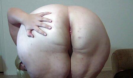 Hermosa sexo casero con veteranas vaquera L. Un joven modelo porno es bueno durante una masturbación con la mano