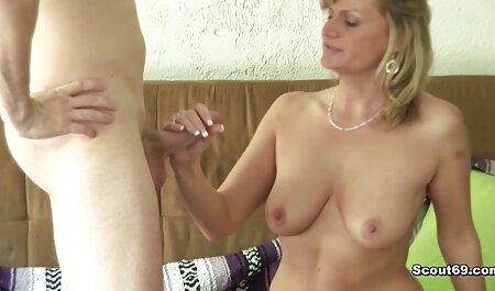 La belleza Caroline se masturba una polla con las manos y videos caseros de maduras xxx la deja en su peluda L.