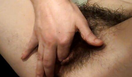 Una chica con videos de maduras caseros xxx una gran figura acariciando los dedos de su coño mojado