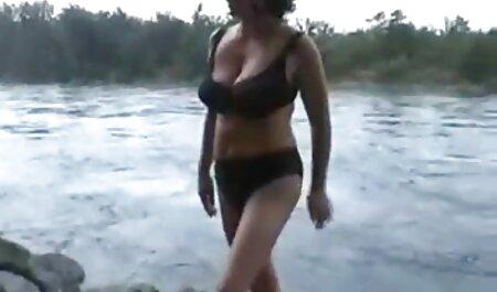 Una videos caseros de maduras pornos rubia madura quitar los pantalones vaqueros de un hombre y tiene su L. a una gran polla con emoción