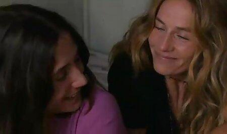 Sensual lesbianas masaje y maduras caseros mierda con consoladores apasionadamente