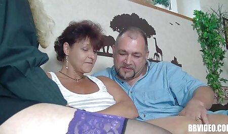 Madura tetona de Pollo chupa una gran polla a través de un agujero videos caseros mujeres maduras de conseguir una boca llena de semen