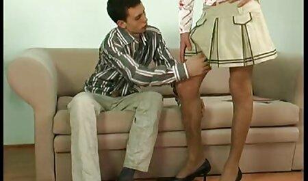 Una mujer madura desesperadamente pone un vibrador en su videos caseros de mexicanas maduras coño y filma todo en la cámara