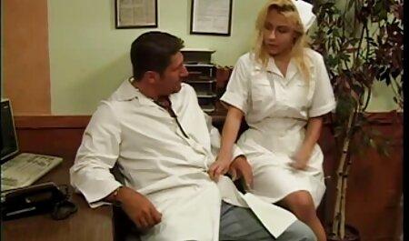 Sensual estrella del porno recibe dos grandes videos caseros maduras con jovenes pollas insertado en su goteo coño