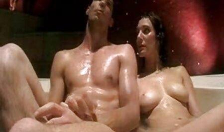 Sexy modelo maduras videos caseros xxx porno en medias desvestirse mientras toca el coño